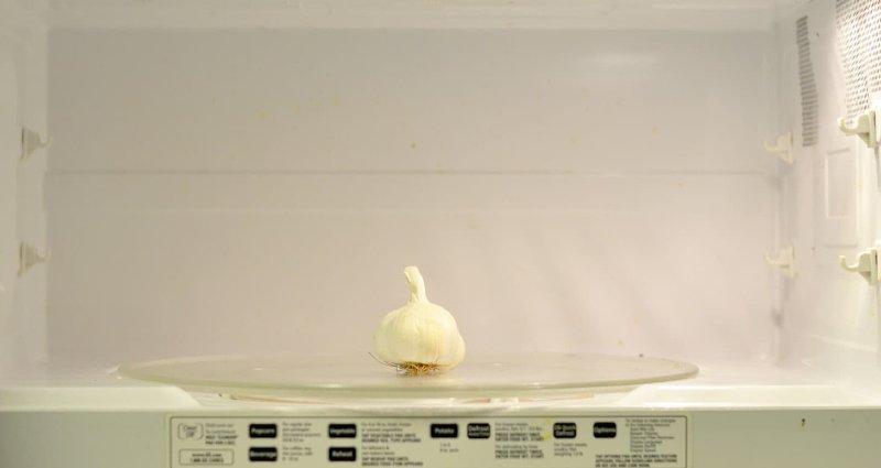 peeling garlic in the microwave