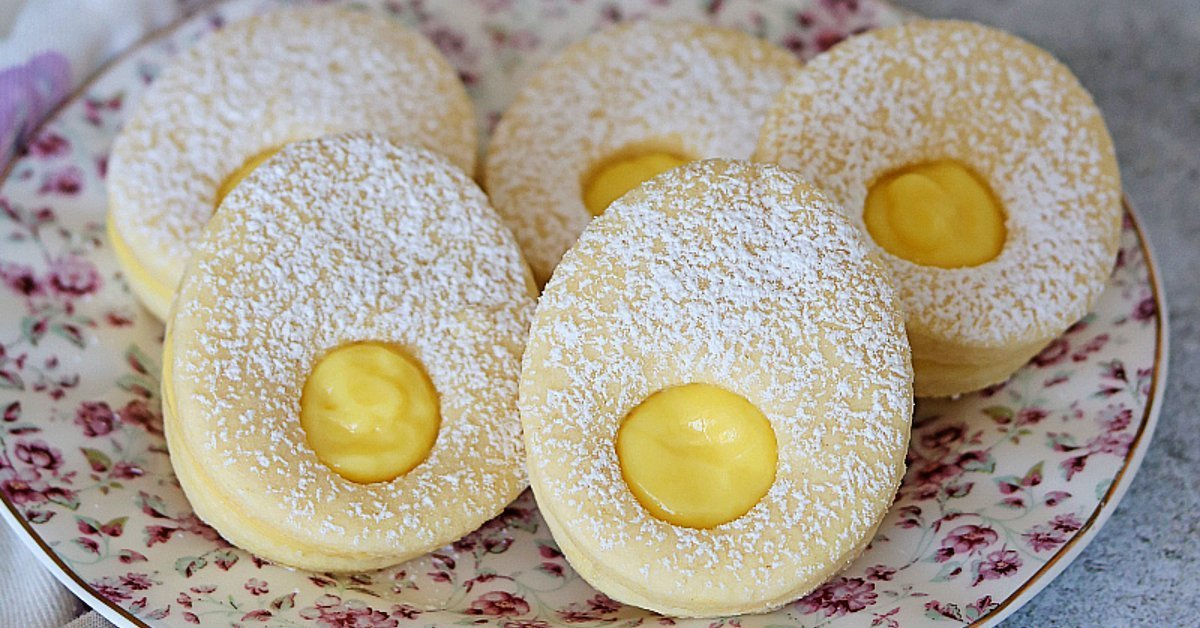 Custard-Filled Shortbread Easter Egg Cookies